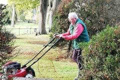 Ook deze man is hard aan het werk . . . .